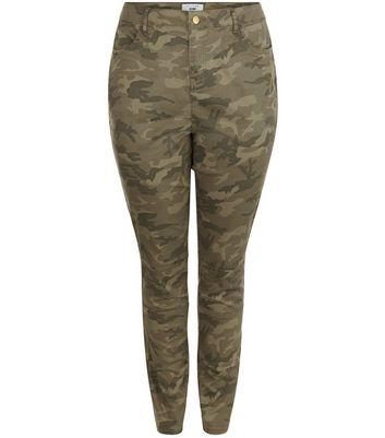 Curves – Khakifarbene Skinny Jeans mit Camouflage-Muster