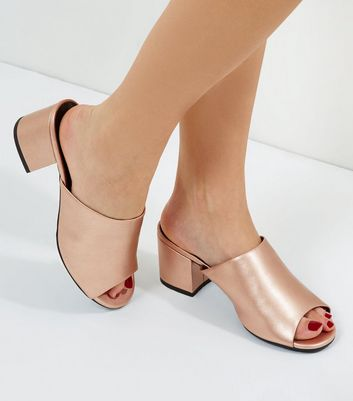 Wide Fit – Mules in Roségold-Metallic mit Blockabsatz