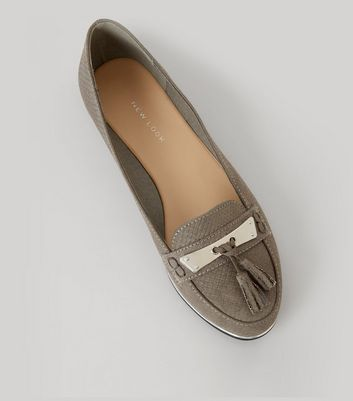 Grey Textured Metal Bar Front Tassel Detail Loafers