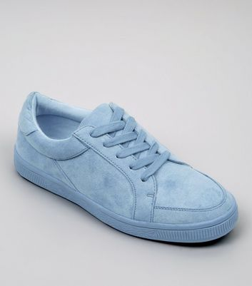 Teenager – Blaue Sneaker in Wildleder-Optik
