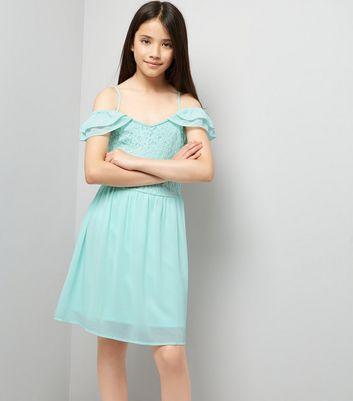 Robes et vêtements pour adolescents