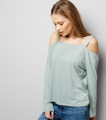 Mintgrünes Cold-Shoulder Top