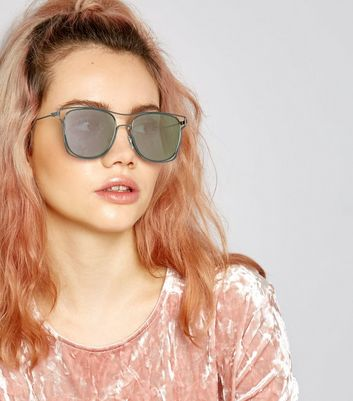 Black Wired Frame Mirrored Sunglasses