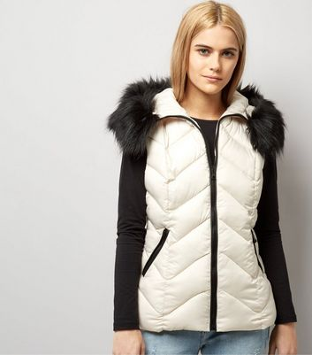 Cream Faux Fur Trim Quilted Gilet