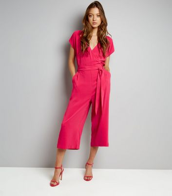 Rosa Culotte-Jumpsuit in Wickeloptik