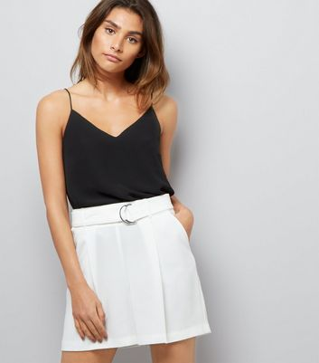 White D Ring Belt Pleated Shorts