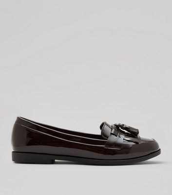 Weinrote Loafers in Lackoptik