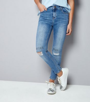 "Teenager – Blaue Skinny Jeans mit ""Whatever, Forever""-Aufdruck im Used-Look"