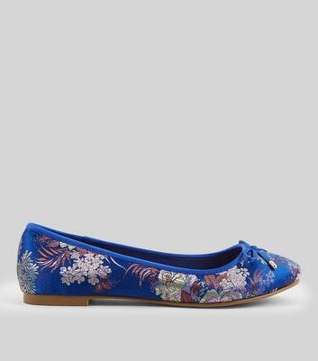 Wide Fit Blue Floral Brocade Pumps