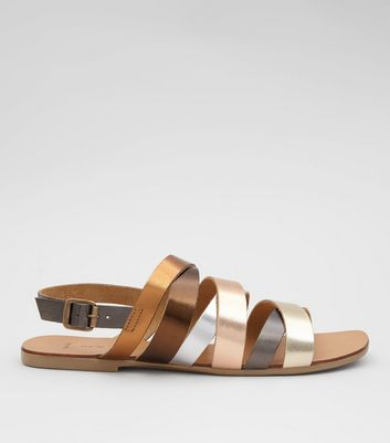 Wide Fit – Sandalen mit mehreren Riemchen in Gold-Metallic