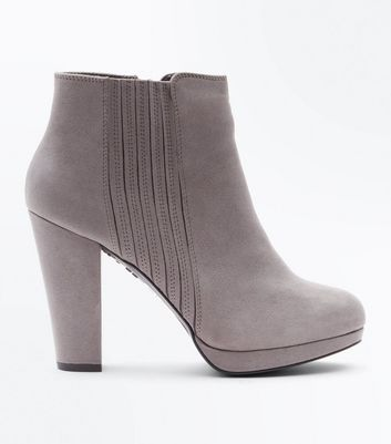 Graue Chelsea-Stiefel mit Plateausohle