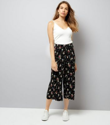 Black Floral Print Pleated Cropped Trousers