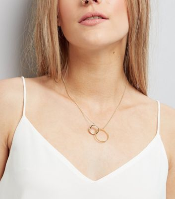 Gold Linked Circle Pendant Necklace
