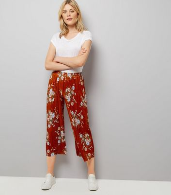 Red Floral Print Cropped Trousers