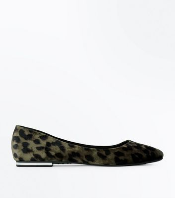 Stone Leopard Print Velvet Metal Heel Pointed Pumps