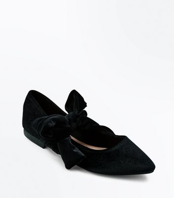 Black Velvet Bow Pointed Pumps