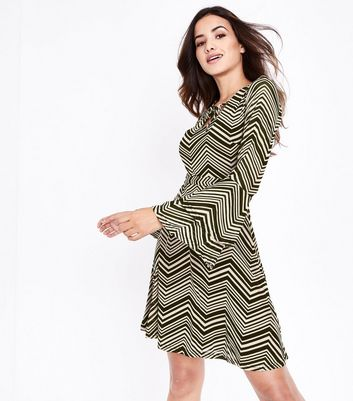 Mela Stone Zigzag Tiered Sleeve Dress
