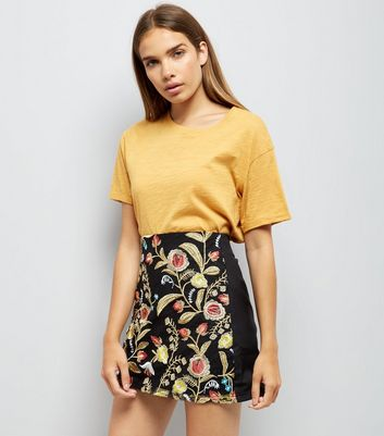 Cameo Rose Black Floral Embroidered Mini Skirt