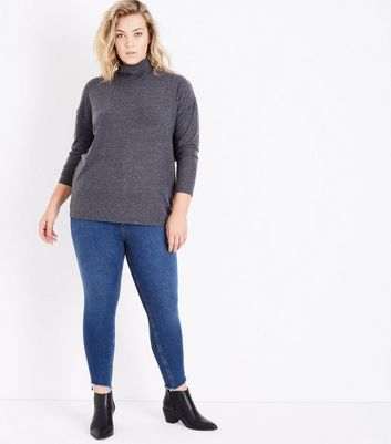 Curves – Marineblaue Skinny Jeans in Acid-Waschung mit Fransen am Saum