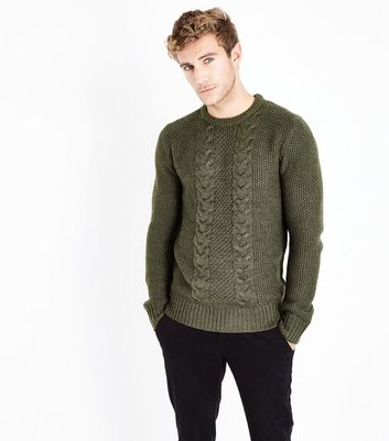 Khakifarbener Pullover mit Zopfmuster