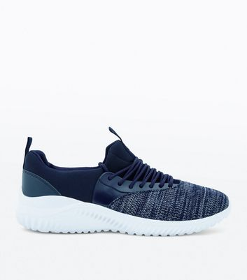 Baskets de running bleu marine
