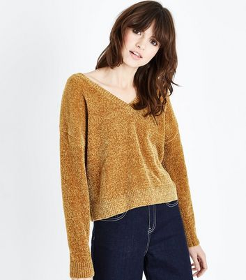 Pull en maille chenille jaune moutarde à col V