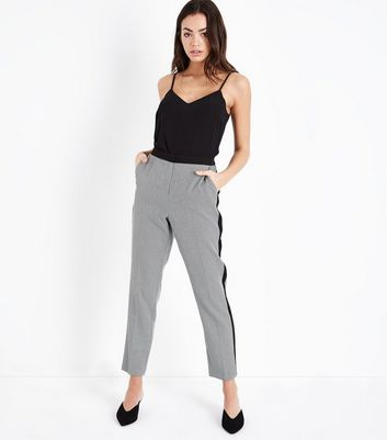 Black Puppytooth Print Cropped Trousers