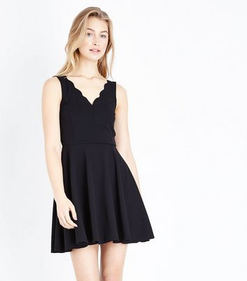 Black Scallop V Neck Sleeveless Skater Dress