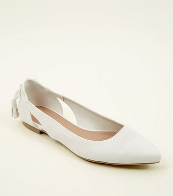White Tassel Bow Back Pointed Pumps