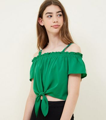 Teenager – Grünes, vorn geknotetes Cold-Shoulder-Top
