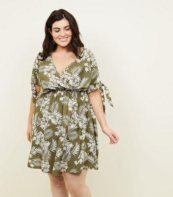 Curves Green Tropical Floral Tie Sleeve Dress