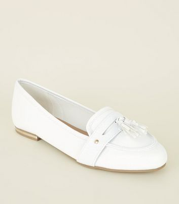 White Faux Snakeskin Pointed Tassel Penny Loafers