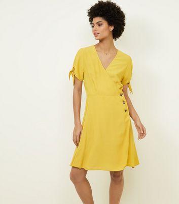 gelbe kleider zitronenegr n und neongelbe new look. Black Bedroom Furniture Sets. Home Design Ideas