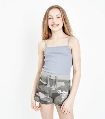 Teenager – Grüne Shorts mit Camouflage-Muster