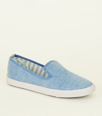 Teenager – Blaue Slip-on Sneaker aus Denim
