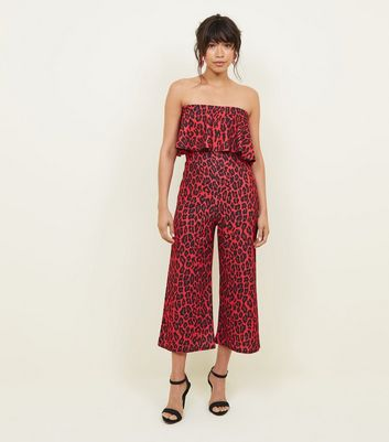 QED – Roter Bardot-Jumpsuit mit Leopardenmuster