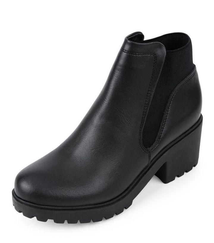 online store 33c29 899da Schwarze Chelsea-Stiefel mit dicker Sohle Für später speichern Von  gespeicherten Artikeln entfernen