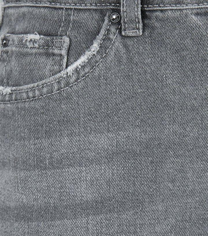 best service 2b91a 6ea84 Teenager – Grauer Jeansrock mit Fransensaum Für später speichern Von  gespeicherten Artikeln entfernen