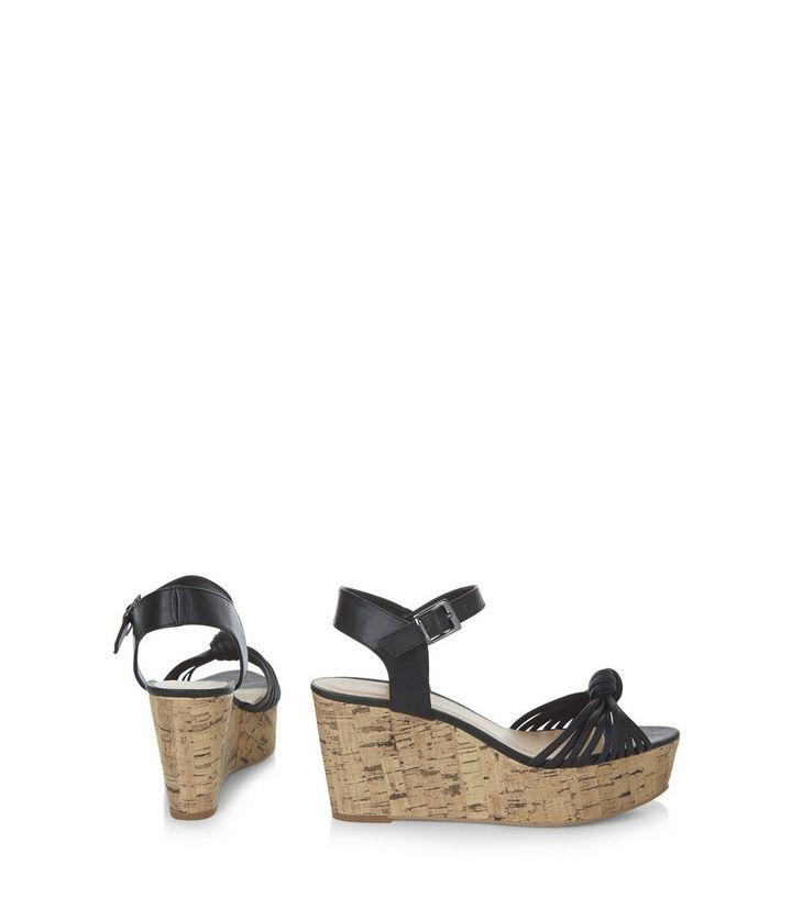 brand new 1aabc a8a27 Schwarze Sandalen mit flacher Plateausohle und geknoteten Riemchen Für  später speichern Von gespeicherten Artikeln entfernen