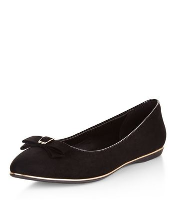 Cannot tell teens in black pumps