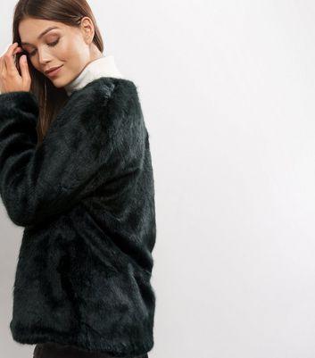 Manteau vert foncé en fausse fourrure | New Look