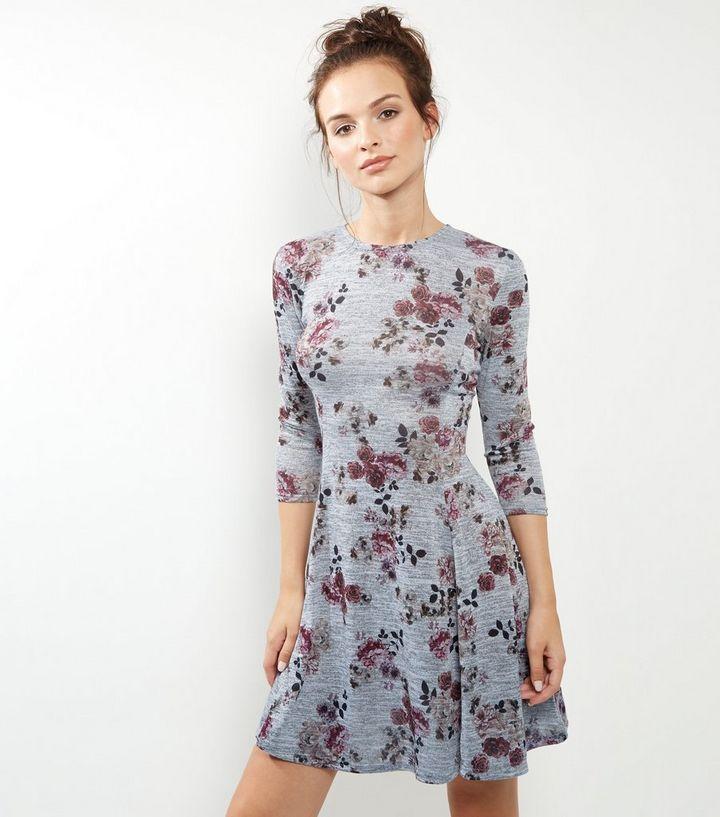 b04016587adf Graues, ausgestelltes Kleid mit Blumenmuster Für später speichern Von  gespeicherten Artikeln entfernen