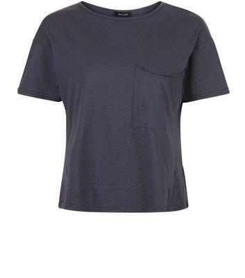 T shirt gris foncé avec poche oversize sur le devant Ajouter à la Wishlist Supprimer de la Wishlist