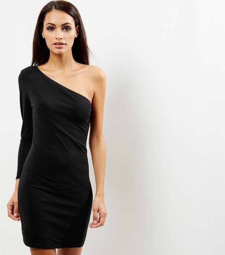 63915bbe670 Accueil · Femme · Vêtements · Robes · Robe moulante noire à épaules dénudées.  ×. ×. ×. Shopper le look