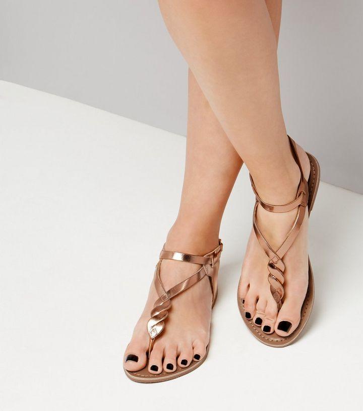 89ca89602b3f2 Sandales métallisées en cuir doré rose à entre-doigt torsadé