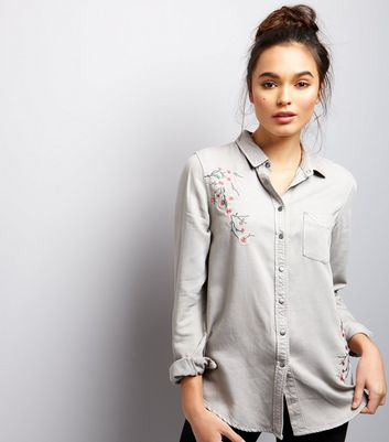 Chemise Grise A Manches Longues Et A Fleurs Brodees New Look