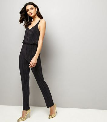 Mela Black Pleated V Neck Sleeveless Jumpsuit New Look
