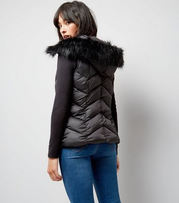 Black Faux Fur Trim Quilted Gilet New Look