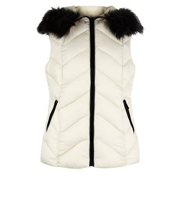 Cream Faux Fur Trim Quilted Gilet New Look