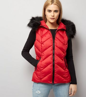 Red Faux Fur Trim Quilted Gilet New Look